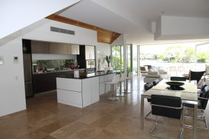 How to Choose a Glass Splashback